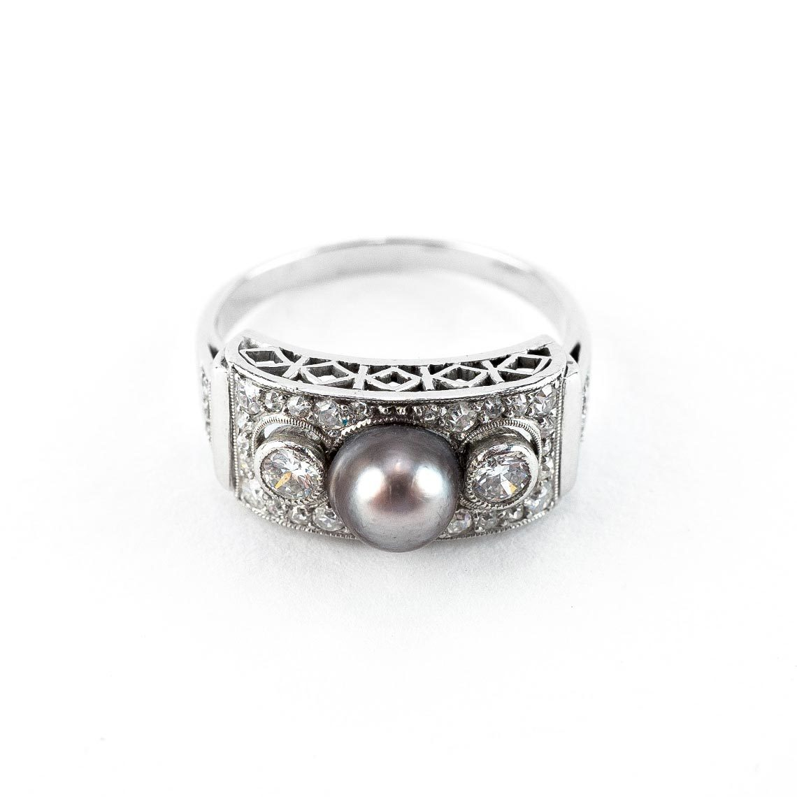 Art Deco White Gold Ring