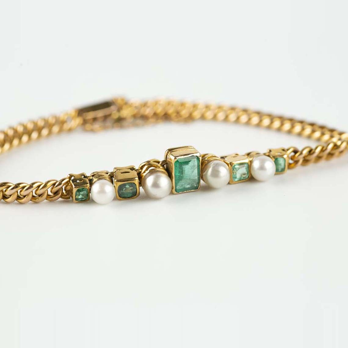 Vintage pearl and emerald bracelet