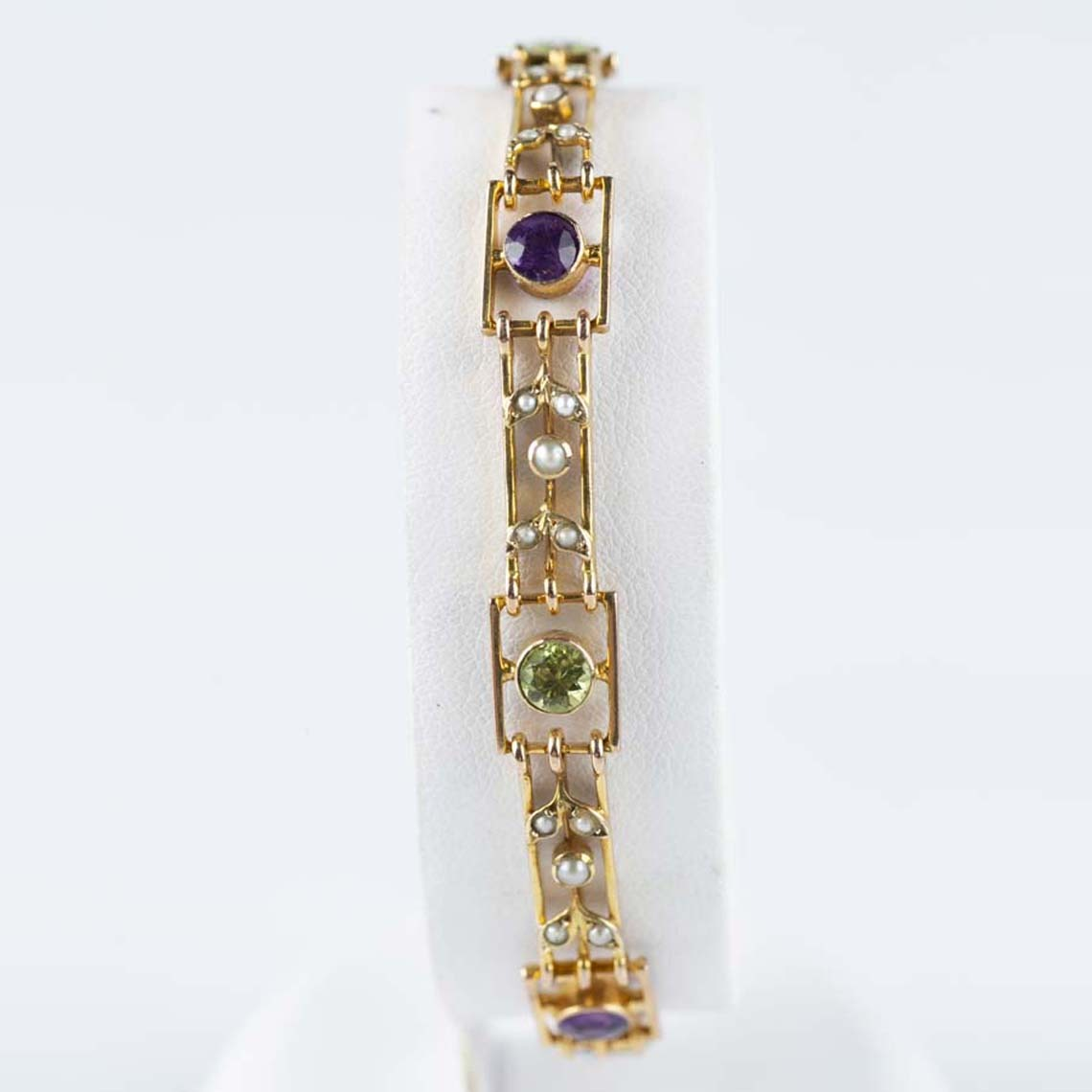 Peridot, amethyst and pearl bracelet