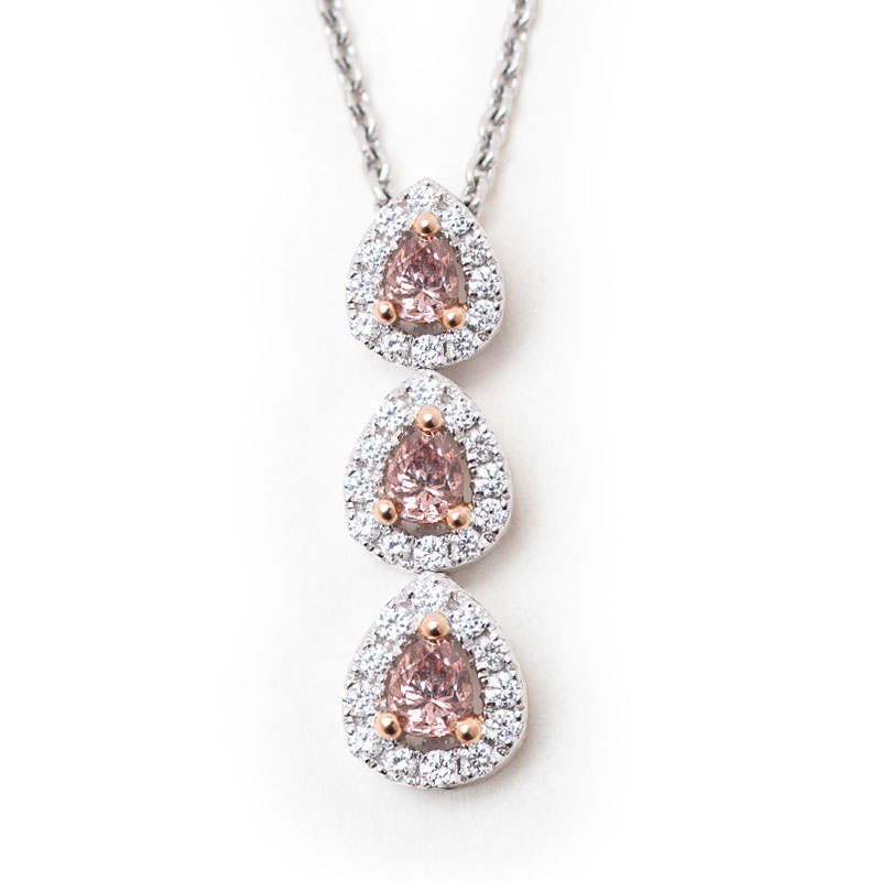 set internally for and jahan with white over by accompanied diamond sublime news weighing pink a flawless exceptional necklace jewellery web lab carats gia en salon